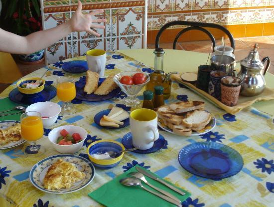 Family Agua Amarga: An example of breakfast