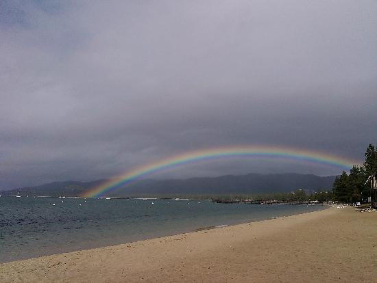 Tahoe Lakeshore Lodge and Spa : Rainbow on beach