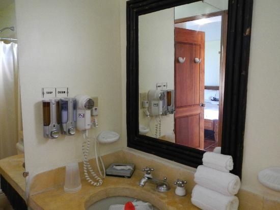 Monterey del Mar Hotel: bathroom