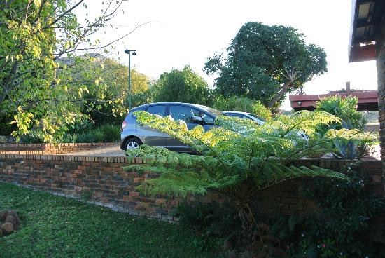 Acra Retreat - Mountain View Lodge - Waterval Boven: Parking for 2-3 cars