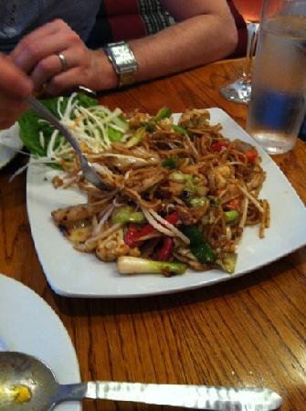 Muang Thai: vegetable noodles- loved these!