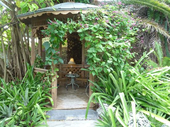 Atlantis House: Lovely outdoor reading space