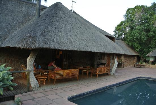 Blyde River Canyon Lodge: Sitting and breakfast are by the pool