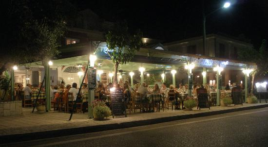 Agia Efimia, Grecia: Night at Spiros Restaurant