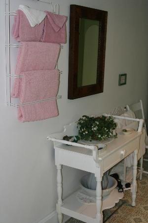 ‪‪Haan's 1830 Inn‬: Pere Marquette Pink Towels