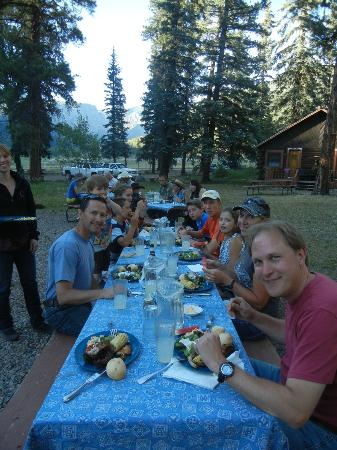 Wilderness Trails Ranch: Eating family style outside with your new ranch friends - what a view!