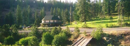 The Open Range: Pinehurst Inn from across the highway