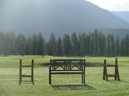 Talking Rock Golf Course : Fall morning on the driving range