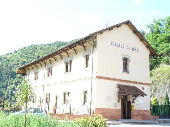 Albergue Juvenil Bustiello: ubicado en la puerta de Asturias, inmerso en la Montaña Central Asturiana, en plena naturaleza p