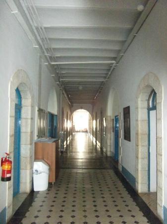 La Maison d'Abraham: Lower hallway