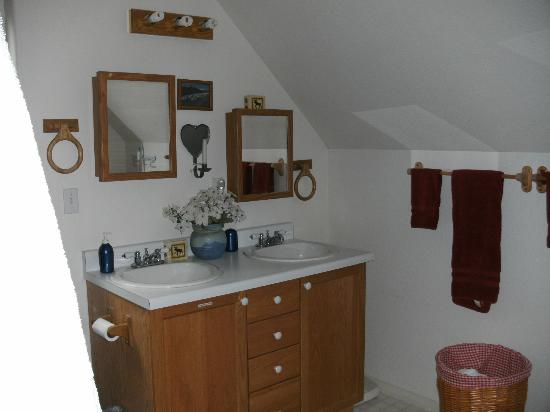 Havenwood Guest House: Bathroom
