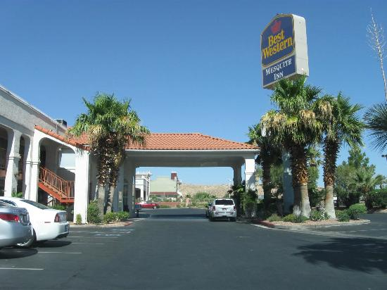 BEST WESTERN Mesquite Inn: Nicely landscaped outside