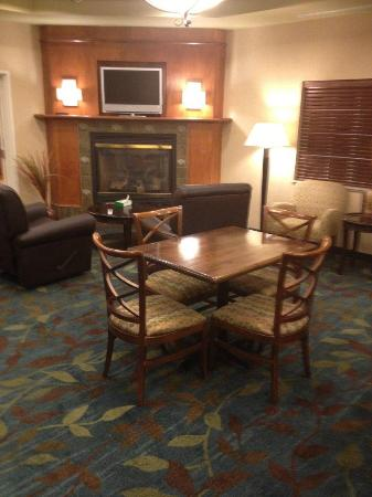 Candlewood Suites Fargo : The lounge by the front desk