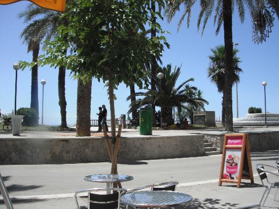 Hotel La Santa Maria: the promenade