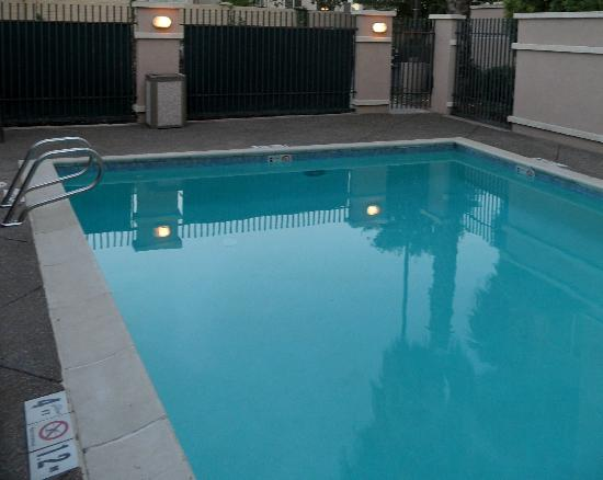 La Quinta Inn & Suites Fairfield - Napa Valley: Pool