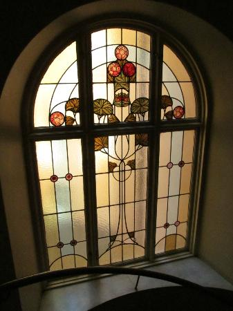 Hotel Terminus Stockholm: Stained glass window in staircase