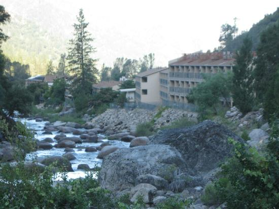 Yosemite View Lodge: View from the Yosemite park entrance