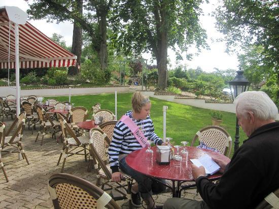La Musardiere : patio dining