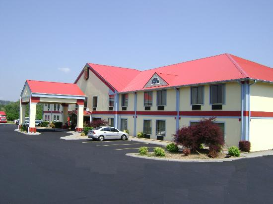 Super 8 Morristown/South : Hotel Exterior