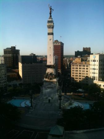 Sheraton Indianapolis City Centre Hotel: view from room after window was cleaned