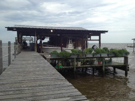 Bay Breeze Bed & Breakfast: Covered area of the Pier