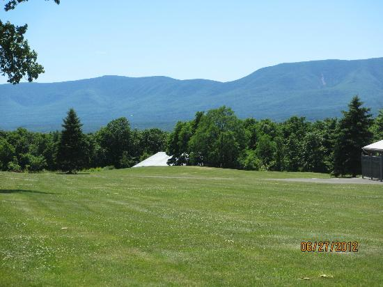 Sunny Hill Resort and Golf Course: more views of mountains