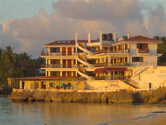 Rio San Juan, República Dominicana: Truly as seaside hotel! This place is in a sheltered bay, with spectacular views.