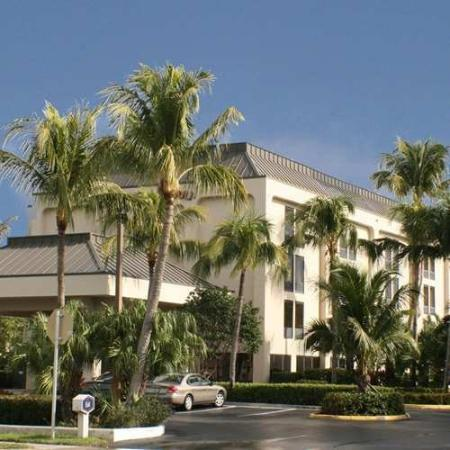 Hampton Inn Central Naples: Exterior