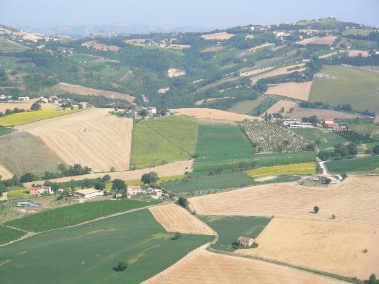 Montedinove, Italia: foto ... semi aerea dell'agriturismo
