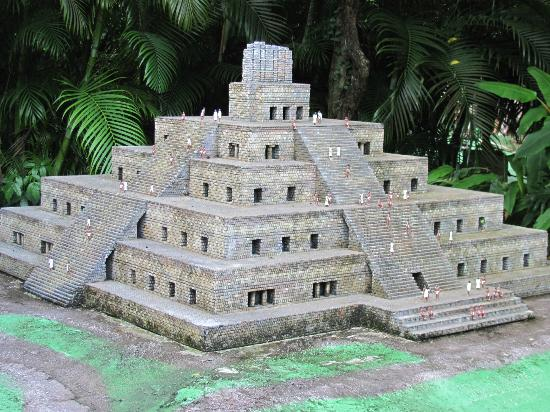 Discover Mexico Cozumel Park: Outdoor scale model Azt4ec & Mayan architecture