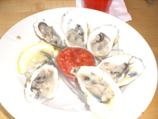 Bayside Betsy's Restaurant: Yum Yum..oysters!