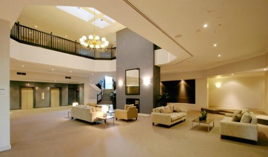 Pennant Hills Waldorf Apartment Hotel: Hotel lobby