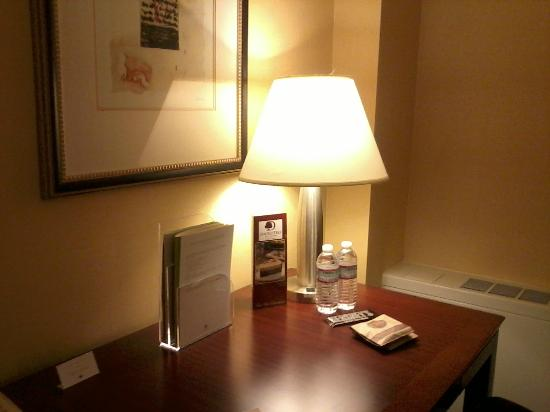 DoubleTree by Hilton Hotel Syracuse: Desk