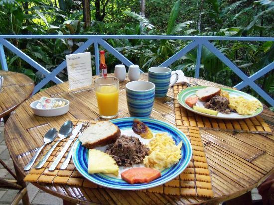 هوتل بلازا يارا: breakfast 