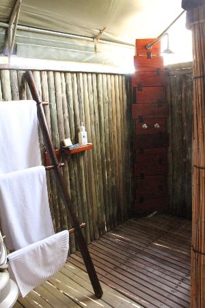 Camp Xakanaxa: Outdoor Shower