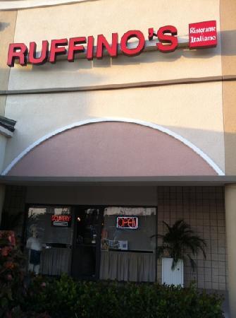 Ruffino's Ristorante Italiano & Pizzeria: Ruffino's port saint lucie Florida