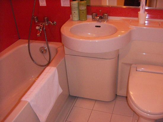 Chisun Inn Chiba Hamano R16: bathroom