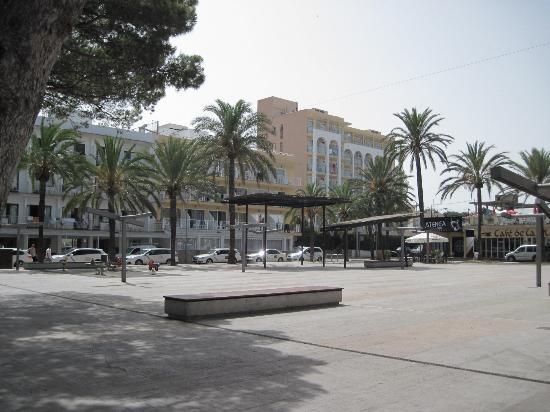 Hotel Bella Mar: Hotel von der Plaza de los Pinos aus gesehen