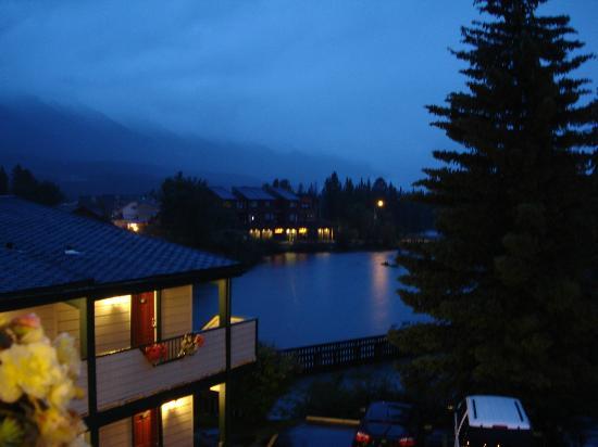 The Drake Inn: Night view