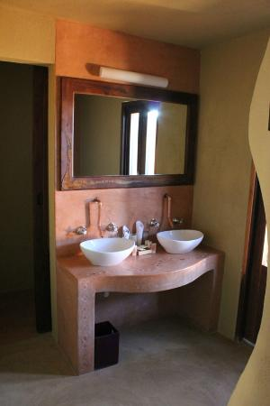 Hoodia Desert Lodge: Indoor Bathroom
