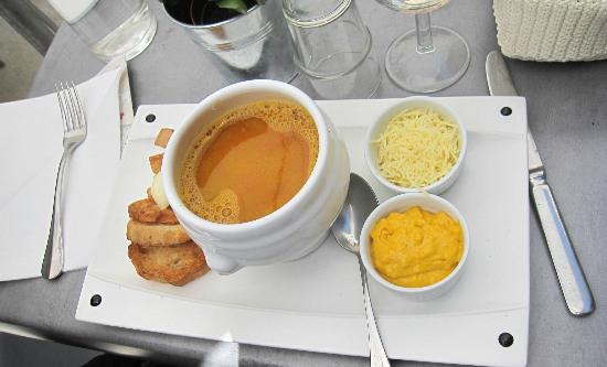 ArteModa Cinecitta: fish soup with croutons