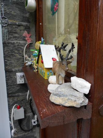 Gwynant Guest House: Garden Orderments