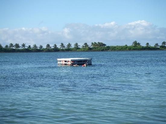 Bayview Resort: pontoon in the lagoon