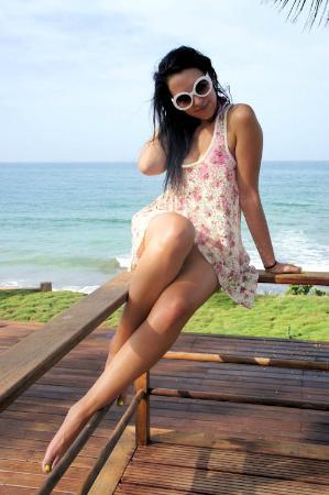 IKIN Margarita Hotel & Spa: Área de la piscina mirando el mar CC. Makeuplocalypse