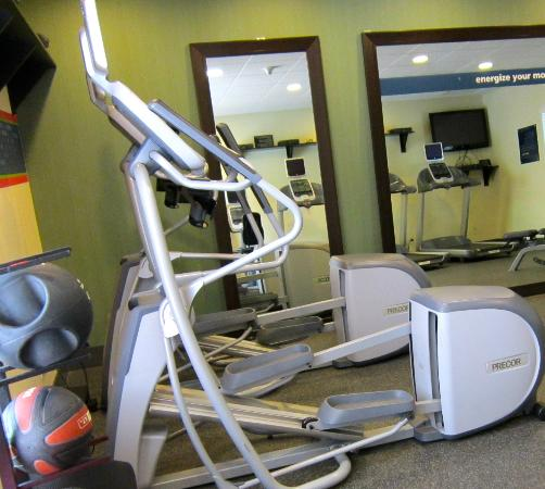 Hampton Inn & Suites Yonkers: exercise room