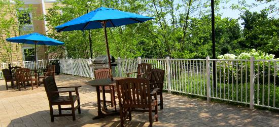 Hampton Inn & Suites Yonkers: Outside Back Deck