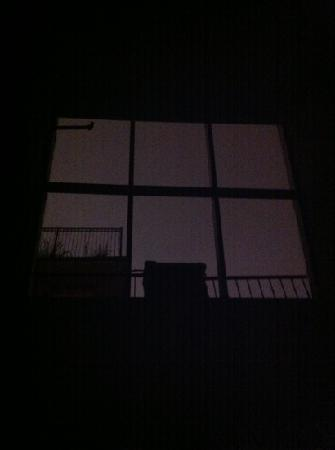 The Townhouse Inn of Chelsea: 1 o'clock in the morning on an overcast night. loved that skylight!