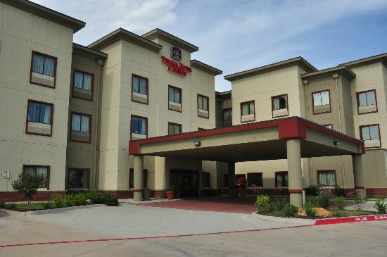 Best Western Plus Texoma Hotel & Suites: Main entrance - Best Western Plus, Denison, TX
