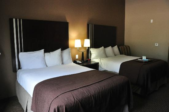 BEST WESTERN PLUS Texoma Hotel & Suites: Two queen beds