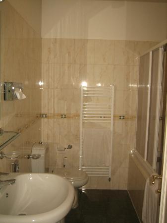 Hotel Suite Home Prague: Bathroom